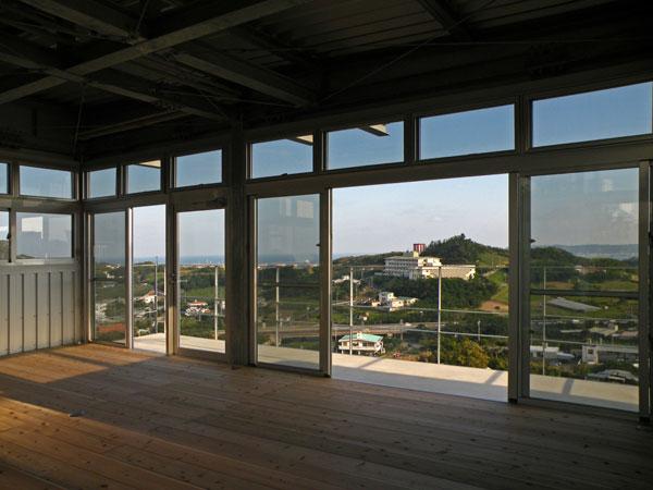 N邸-高台先端に建つ鉄骨造-2