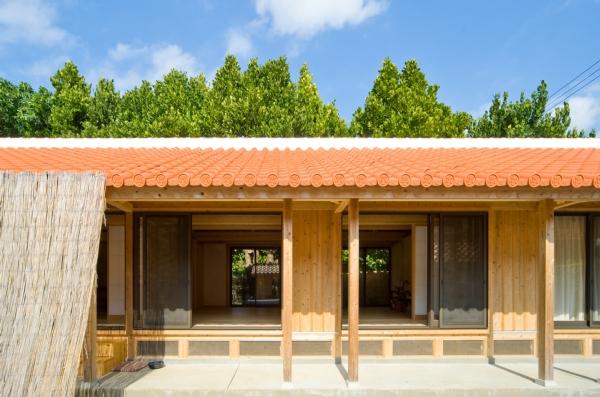 瀬底島の家 (木の建築賞受賞)2