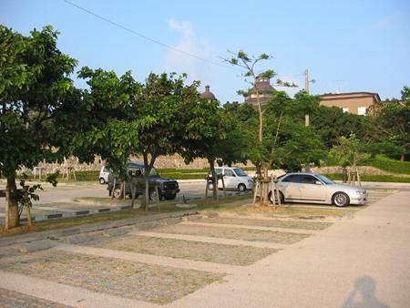 「木陰のある駐車場」2